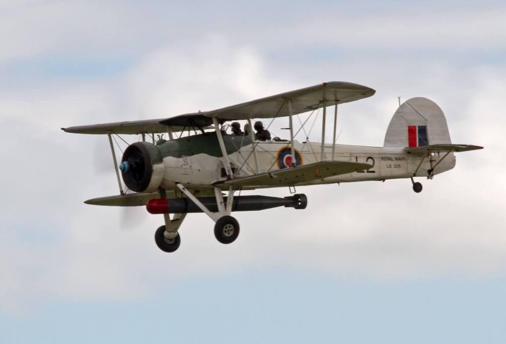 Το θρυλικό αλλά ευάλωτο βομβαρδιστικό - τορπιλοπλάνο Swordfish, πιο γωστό στους πιλότους σαν stringbag, Η επίθεση των swordfish είχε σαν αποτέλεσμα την καταστροφή του πηδαλίου του Γερμανικού θωρηκτού Bismarck, με αποτέλεσμα να γίνει σχετικά εύκολος στόχος για τα κανόνια των Βρετανικών θωρηκτών.