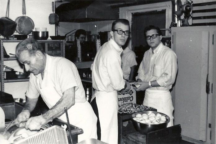 Σπυρίδων Λυκούδης (αριστερά) μετανάστης στην Αμερική , από Φαρακλάτα