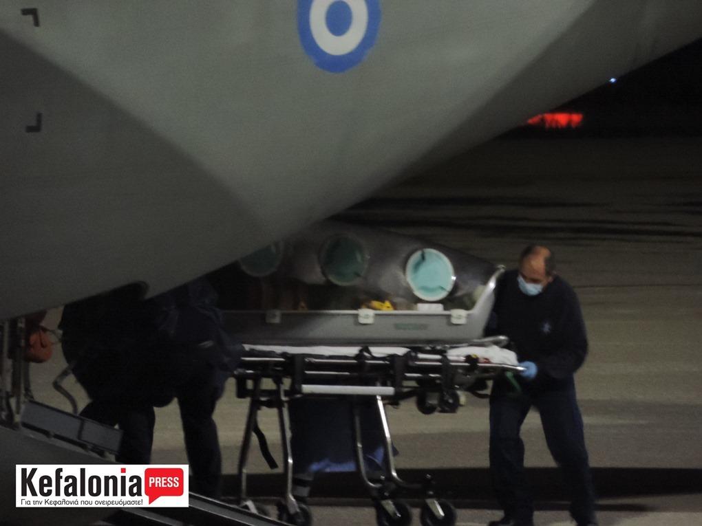 """Πύργος: Στη ΜΕΘ στο ΓΝ Πύργου 77χρονος ασθενής με covid-19 από την Κεφαλονιά μετά από αεροδιακομιδή του με """"κάψουλα"""" με αεροσκάφος της Πολεμικής Αεροπορίας στο Αεροδρόμιο της Ανδραβίδας (photos)"""